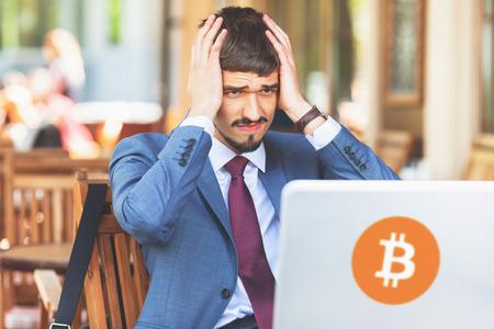 블록 체인 기술. bitcoin cryptocurrency와 함께 나쁜 소식. 스톡 콘텐츠