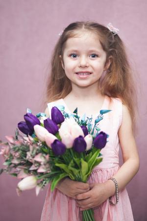 happy womens day for my mom, little girl holds flowers tulip Zdjęcie Seryjne