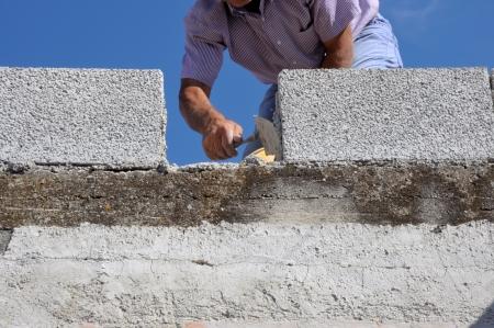Construction mason worker bricklayer Standard-Bild