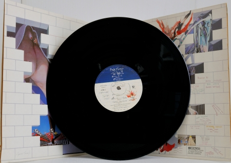 floyd: PINK FLOYD - The Wall  (LP Cover + Vinyl) on White Recording London 30.09.1979 EMI Electrola GmbH Printed in Germany - Test pressing Producer: Bob Ezrin, David Gilmour, Roger Waters Producers Workshop Los Angeles Between April And November, 1979.