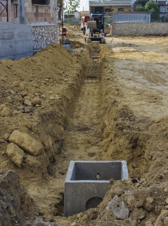trenching: scraper to work the whole of a roadworks during excavation for the laying of pipes  Stock Photo
