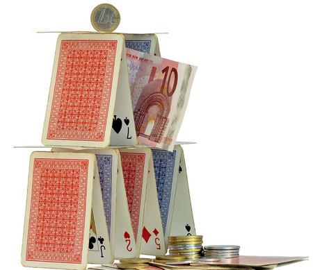 EURO auf ein Kartenhaus