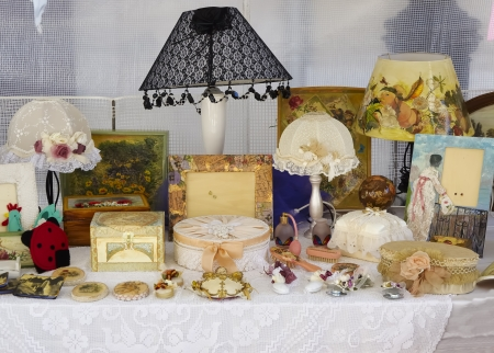 Street market in Italy, antiques and vintage Standard-Bild