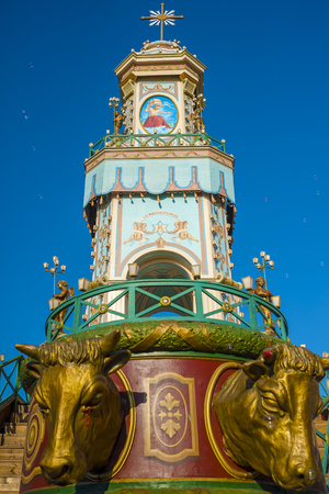 성 Michel, Terlizzi, apulia - 이탈리아의 수호 성인의 영광에서 축 하하는 동안 triumphal 마차.