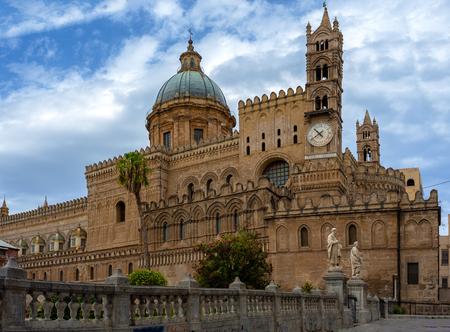 Veduta della Cattedrale di Palermo è un complesso architettonico a Palermo (Sicilia, Italia)