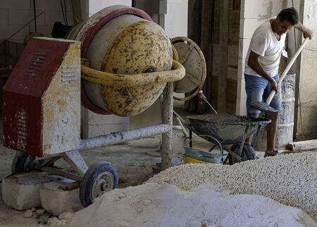 construction worker with cement mixer Standard-Bild