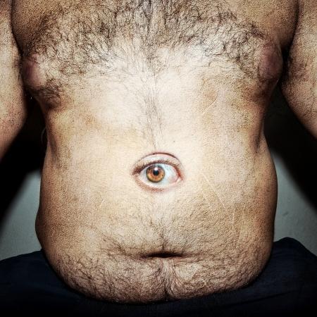 hombre sucio: grasa del vientre monstruoso del hombre sucio