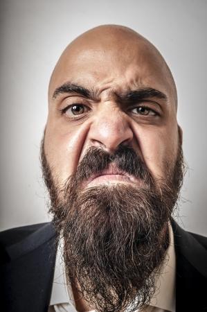 hombre con barba: hombre con un traje y barba y expresiones extra�as en el fondo blanco