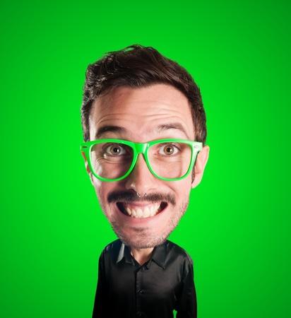 grosse tete: l'homme marionnette avec grosse t�te sur fond vert