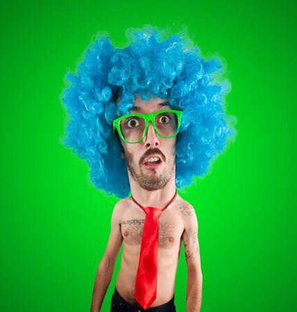 grosse tete: dr�le d'homme de marionnettes carnaval avec grosse t�te sur fond vert Banque d'images