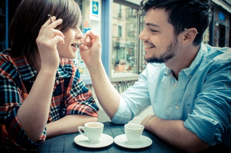 caffee: couple at the bar in the city