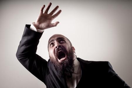 bärtiger mann: lustig Angst elegant b�rtigen Mann auf Vignettierung Hintergrund Lizenzfreie Bilder