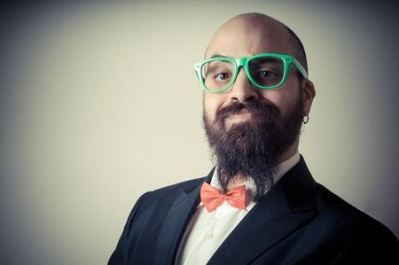 bärtiger mann: lustig elegant b�rtigen Mann auf Vignettierung Hintergrund