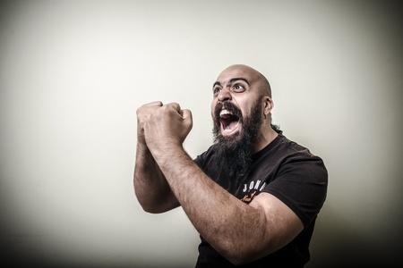 bald man: Ganador del hombre barbudo aislado sobre fondo gris Foto de archivo