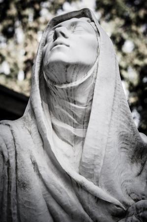 怖い墓地像恐怖死