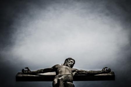 religion catolica: jesus cristo estatua en el cementerio Foto de archivo