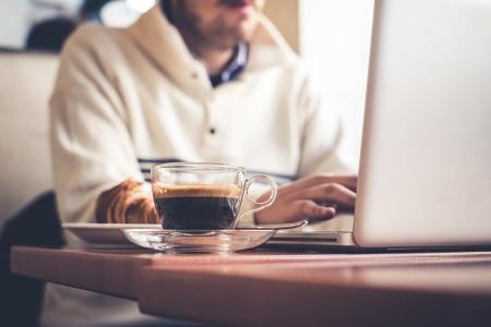 man using laptop Stockfoto