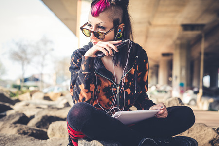 都市景観の美しいパンク暗い少女ビューステート タブレット 写真素材