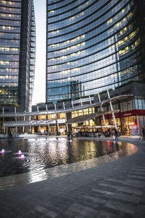 regeneration: MILANO, ITALIA - 5 giugno: Porta Nuova Varesine quartiere il 5 giugno, 2014. Porta Nuova Varesine � uno dei pi� grandi progetti di rigenerazione in Europa, per un totale di oltre 290.000 metri quadrati