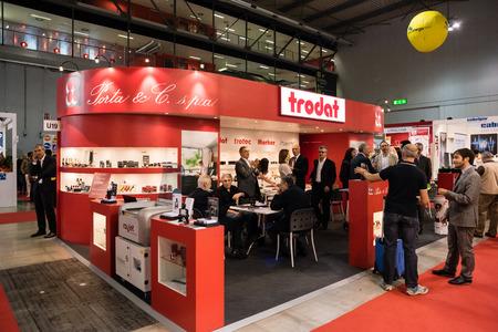 MILAAN, ITALIË - OKTOBER 17: Viscom Italia gehouden in Milaan op 17 oktober 2014. Viscom Italia is een belangrijke internationale handelsbeurs en conferentie over visuele communicatie Stockfoto - 33966011