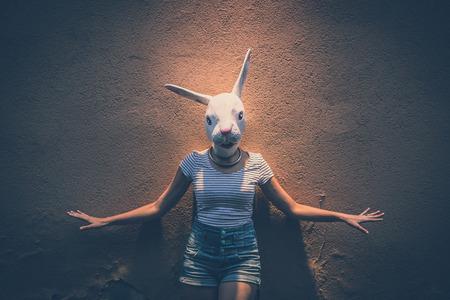 都市のウサギのマスクと流行に敏感な若い女性 写真素材