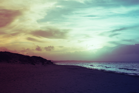 Gefilterde vintage weergave van zee bij zonsondergang in Sardinië Stockfoto - 64614271