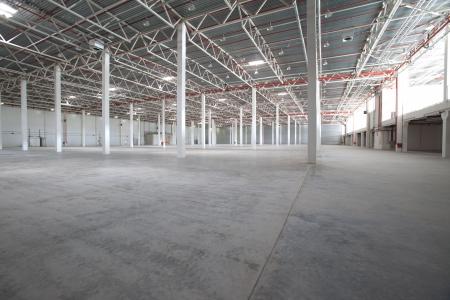 warehouse interior: Interno di un magazzino moderno, pulito e vuoto