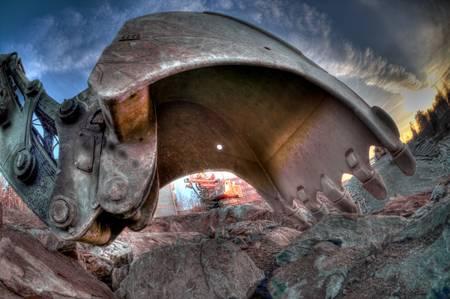 front loader: Scoop de la excavadora cerca. Parte de vehículo terrestre.