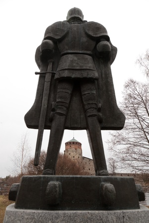 depicts: Monument to the knight called The Spirit of the fortress, made by sculptor Aimo Tikkanenym, was established in honor of the 500th anniversary of the fortress on the island Olavinlinna Tallisaari. The monument depicts the founder of the castle knight Eri