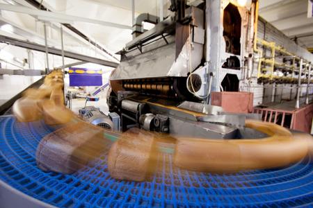 焼きたてのパンを生産 写真素材