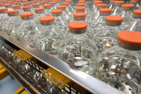 薬でガラスびんがたくさん。