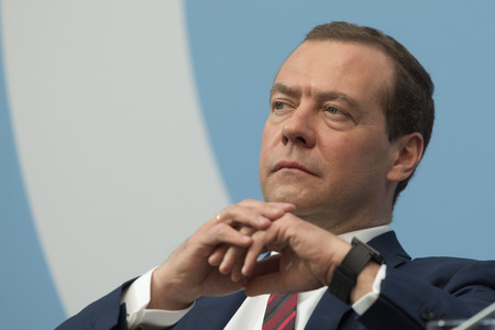 Saint-Pétersbourg, Russie - 17 mai 2017. Le Premier ministre russe Dmitri Medvedev lors de la session plénière du Forum juridique international de Saint-Pétersbourg. Banque d'images - 82643610