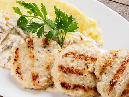 Restaurant dish. Cutlets and mashed potatoes. Foto de archivo - 98308283