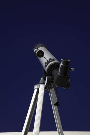 Telescope looking up into the night sky.  版權商用圖片