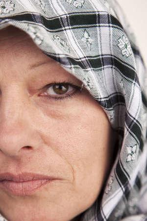 A woman wearing a mideast veil on head 版權商用圖片