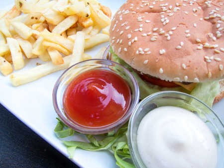 pomme: burger fries and sauces