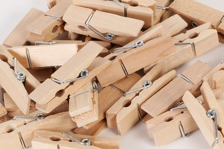 close up of a heap of wooden clothespins in the white studio Standard-Bild