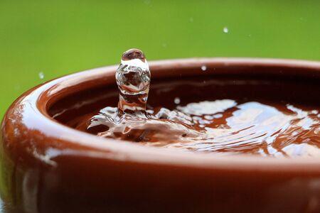 Rain is falling in a ceramic bowl full of water 版權商用圖片