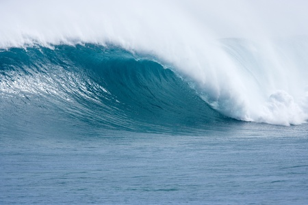 swell: big blue hollow wave with offshore wind breaking at gnaraloo on the desert west coast of australia Stock Photo