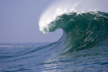 granola: ola rompiendo en iquique en la costa norte de Chile Foto de archivo