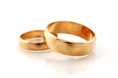 wedding vows: Macro fhoto of golden wedding rings