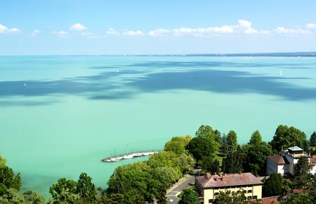Tihany 반도, 헝가리에서 벌 러 톤 호수 풍경 스톡 콘텐츠