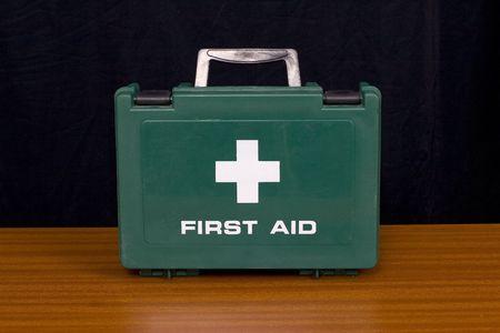 botiquin primeros auxilios: A Green botiqu�n de primeros auxilios  Foto de archivo