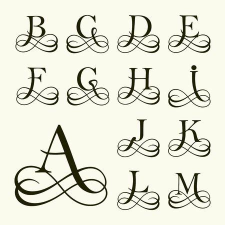 Vintage Set Lettera maiuscola per monogrammi e Logos. Bella filigrana Font. Stile vittoriano. Logo