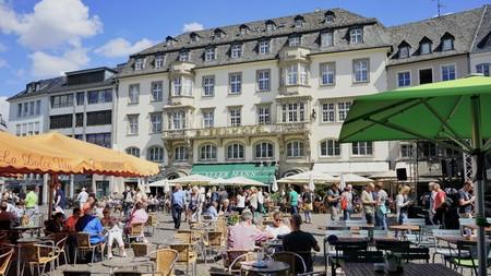 Bonn, Germany - Aug 2018: Hotel Stern sits center stage in old town Bonn Фото со стока - 122542646