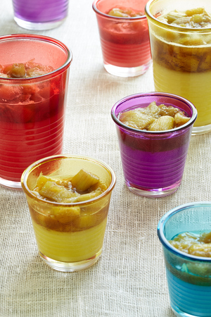 portions: seven portions of dessert beverage with rhubarb in disposable cups