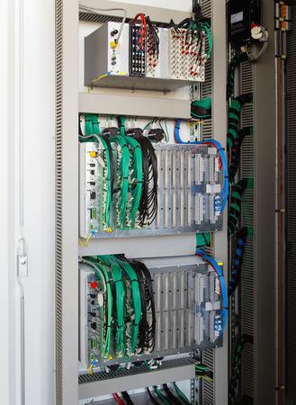 carrera de relevos: Panel de control con dispositivos de protecci�n del rel�