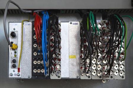 carrera de relevos: Rel� dispositivo de protecci�n con terminales y alambres
