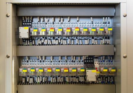 carrera de relevos: Panel de relé con relés y cables