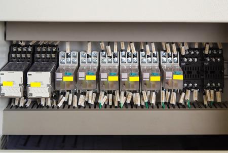 carrera de relevos: Panel de rel� con rel�s y cables